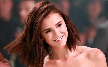 девушка, улыбка, портрет, взгляд, волосы, лицо, актриса, нина добрев, голые плечи