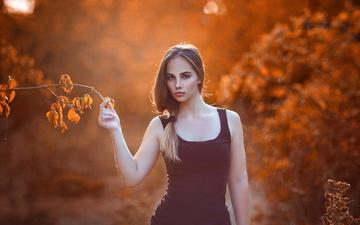 листья, девушка, ветки, взгляд, осень, размытость, модель, волосы, лицо, черное платье, nurettin yıldırım photography