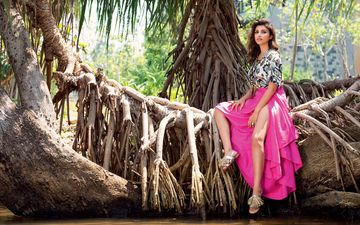 tree, girl, look, palm trees, hair, face, roots, actress, indian, priniti chopra