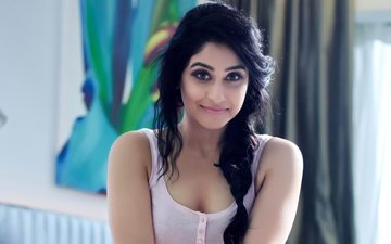 girl, smile, brunette, look, model, face, actress, regina cassandra