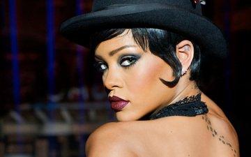 девушка, взгляд, профиль, губы, лицо, певица, татуировка, макияж, шляпа, рианна, голые плечи