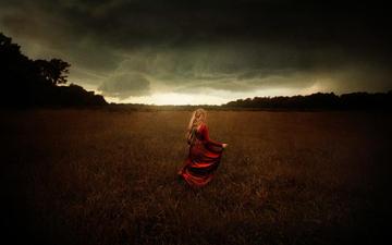 небо, природа, тучи, девушка, поле, модель, волосы, красное платье, tj drysdale