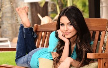 girl, smile, look, model, jeans, actress, t-shirt, swing, pillow, brown hair, victoria justice