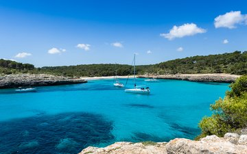 rocks, sea, yachts