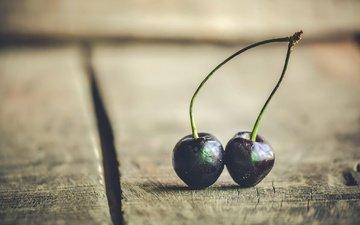 ягоды, вишня, деревянная поверхность