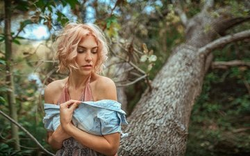 tree, girl, pose, blonde, face, curls, bokeh, bare shoulders, stephanos georgiou, daisy-ann brunskill