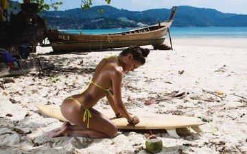 девушка, море, поза, песок, пляж, лодка, бикини