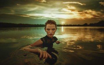 небо, облака, рука, девушка, взгляд, волосы, лицо, оливия, в воде, tj drysdale