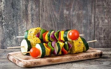 board, corn, vegetables, tomatoes, kebab, pepper, zucchini, wooden surface