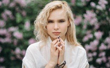 фон, блондинка, взгляд, модель, волосы, лицо, руки, пальцы, маникюр