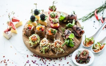 fruit, strawberry, cheese, fish, blackberry, spices, sandwiches, snacks, canapés