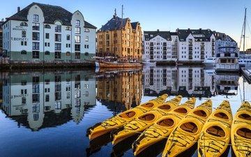 отражение, лодки, здания, норвегия, олесунн