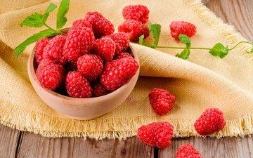 листья, малина, ягода, красная, стол, чашка, скатерть, деревянная поверхность