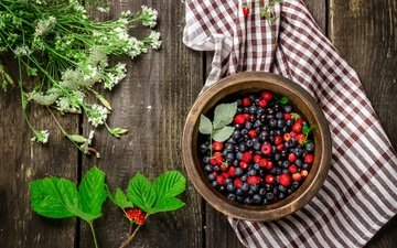 flowers, leaves, raspberry, summer, berries, blueberries, towel, strawberries, wooden surface