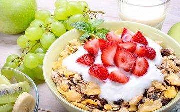 мята, виноград, фрукты, клубника, яблоко, киви, завтрак, банан, мюсли, йогурт