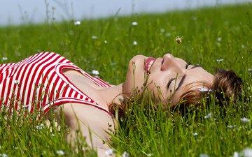 трава, девушка, модель, волосы, лицо, полевые цветы, позирует, закрытые глаза