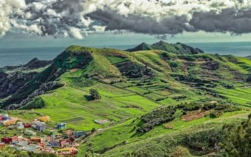 облака, горы, солнце, зелень, море, поля, горизонт, панорама, вид сверху, побережье, дома, долина, испания, канары