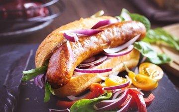 лук, овощи, колбаса, помидоры, сосиска, перец, булочка, хот-дог