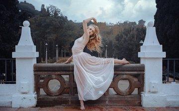 девушка, платье, поза, модель, ножки, волосы, лицо, дворец, эмма, rafa sanchez