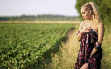 природа, блондинка, поле, лето, взгляд, модель, профиль, лицо, голые плечи, софья