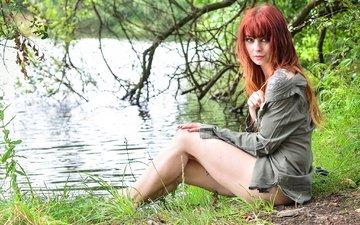 река, природа, девушка, поза, взгляд, рыжая, модель, ножки, лицо
