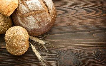 стол, колосья, хлеб, выпечка, булочки, деревянная поверхность
