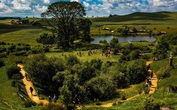 трава, облака, деревья, озеро, солнце, холмы, зелень, поля, дорожка, люди, лето, домики, новая зеландия
