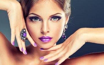 глаза, украшения, фон, взгляд, губы, лицо, руки, макияж, прическа, крупный план, красотка, ресницы, шатенка, маникюр