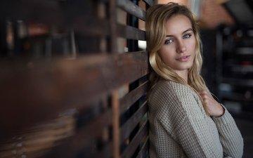девушка, блондинка, портрет, взгляд, модель, волосы, лицо, свитер