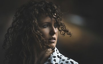 глаза, девушка, портрет, взгляд, модель, волосы, лицо, темнота, прическа, шатенка
