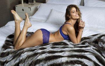 девушка, улыбка, трусики, модель, ноги, нижнее белье, попка, в постели, даниэла лопес осорио
