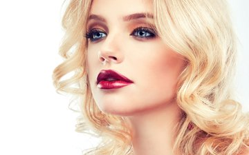 рука, девушка, блондинка, взгляд, модель, голубые глаза, макияж, прическа, помада, 1, ресницы, фотосессия