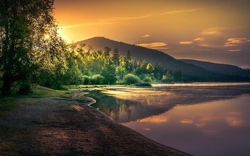 trees, lake, mountains, the sun, shore, forest, morning, dawn