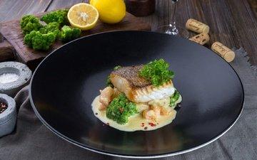 lemon, fish, sauce, broccoli, shrimp