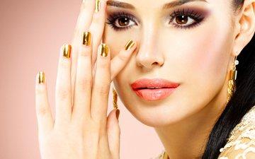 девушка, фото, взгляд, лицо, руки, макияж, хвост, украшение, карие глаза, маникюр, сережки
