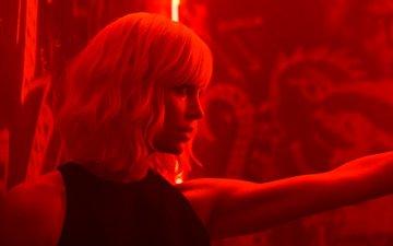 девушка, взгляд, фильм, волосы, лицо, шарлиз терон, взрывная блондинка