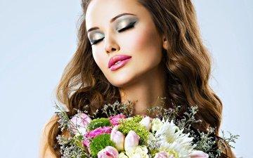 цветы, девушка, портрет, розы, букет, тюльпаны, макияж, шатенка, длинные волосы, закрытые глаза
