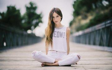 девушка, поза, взгляд, джинсы