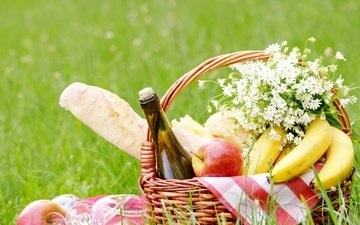 grass, greens, field, fruit, apples, cheese, bread, basket, wine, bottle, glasses, picnic, bananas, nature, bokeh