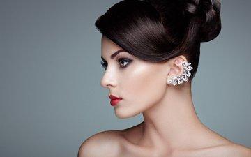 девушка, портрет, брюнетка, взгляд, модель, профиль, лицо, прическа, красная помада, голые плечи