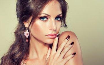 девушка, портрет, взгляд, волосы, лицо, голубые глаза, макияж, сёрьги, маникюр