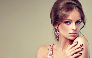 девушка, портрет, взгляд, модель, лицо, голубые глаза, макияж, сёрьги, маникюр