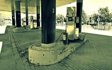 columns, column, dressing, hitchhiking, diesel, a fire extinguisher, no fuel, fuel
