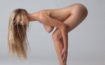 блондинка, голая