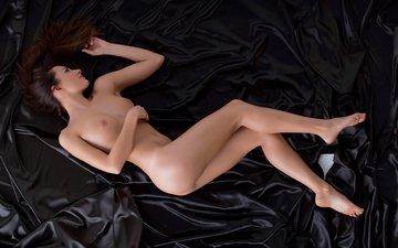 девушка, лежит, голая, на постели