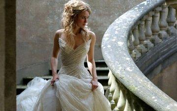 лестница, девушка, белое платье, кира найтли