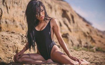 девушка, песок, брюнетка, модель, азиатка, мокрые волосы, сидя