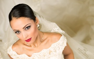 украшения, девушка, брюнетка, взгляд, модель, макияж, белое платье, невеста, фата, minko minkov