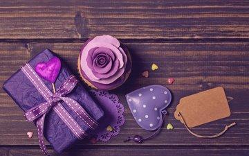лента, подарок, сердечки, кекс, декор, фиалка, праздничный торт, украшение роза