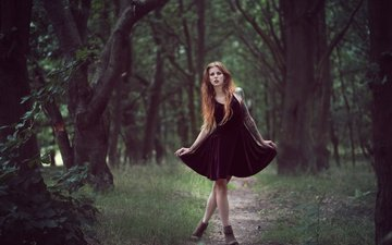 деревья, лес, девушка, платье, поза, ножки, длинные волосы, julia wendt
